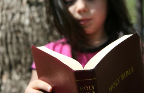 kids-reading-bible